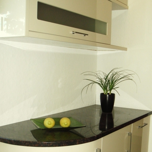 Showroom Gloss Kitchen with Granite Worktop
