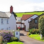 Approach to Robin Hill Farm Cottages