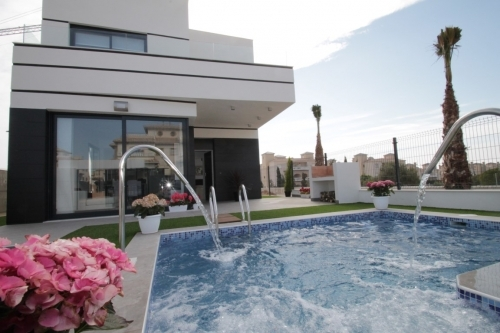 Fabulous homes with swimming pools