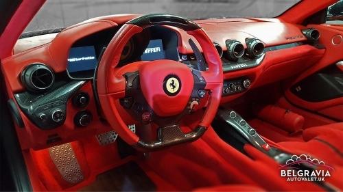 Ferrari F12 Berlinetta - dashboard