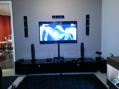 TV WALL MOUNT WITH SURROUND SOUND SET UP