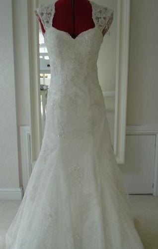 Essence Of Australia D1264 Bridal Gown